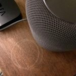 Следы на столе от колонки Apple HomePod