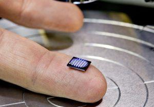IBM показала самый миниатюрный компьютер в мире