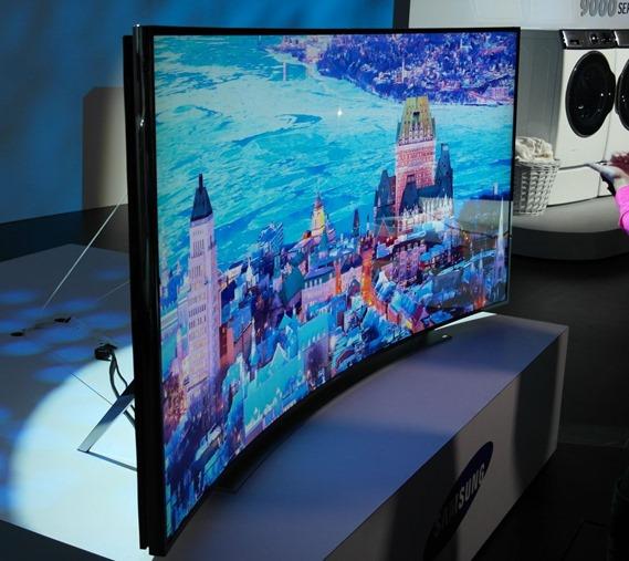 105-дюймовый изогнутый UHD-телевизор Samsung